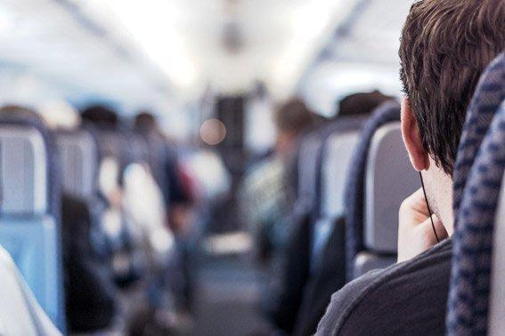 asiento en el pasillo y recuéstate domir vuelos de larga distancia